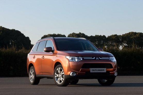 2013 Mitsubishi Outlander Revealed Details And Features Mitsubishi Outlander Outlander Suv Outlander Phev