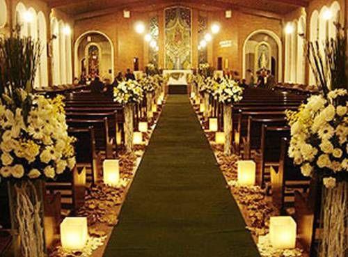 Decoração de casamento na igreja flores amarela