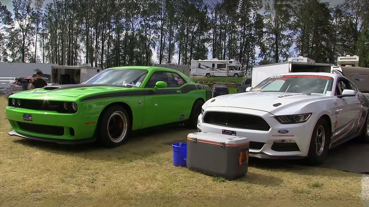 800 horsepower 2016 dodge chellenger srt hellcat vs 2016 ford mustang cobra jet mustang 1 4 mile time