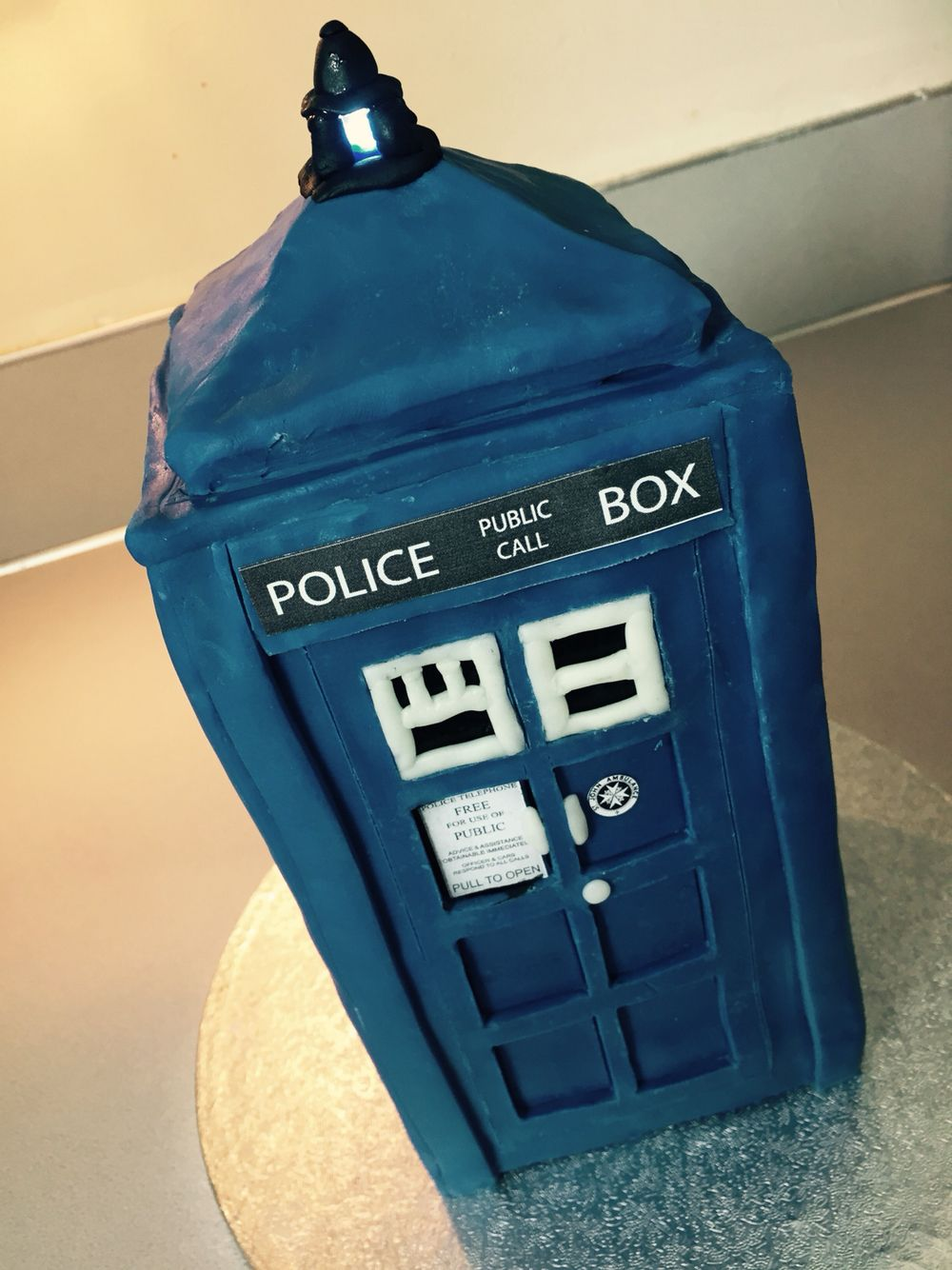 Dr Who Tardis Cake.