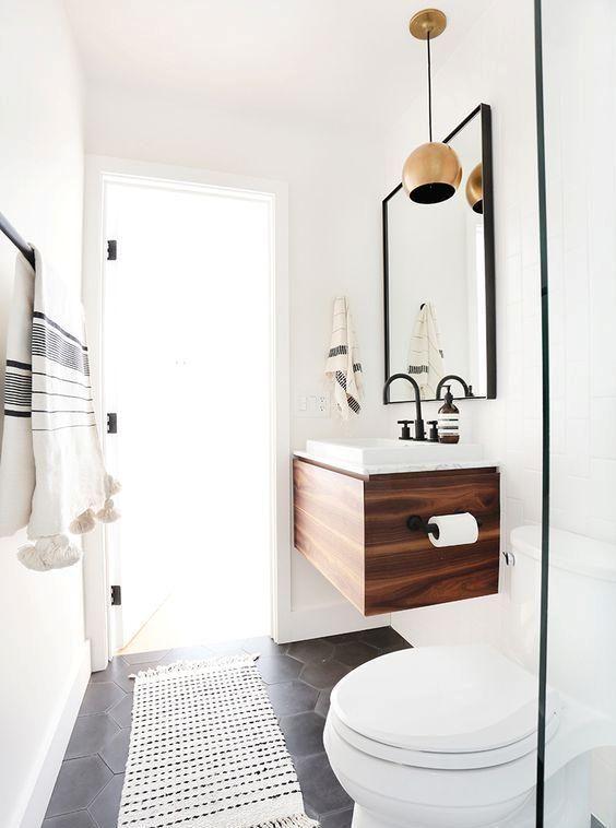 kleiner schwimmender schrank mit einer wei en oberfl che f r ein kleines bad bruno porto ronko. Black Bedroom Furniture Sets. Home Design Ideas