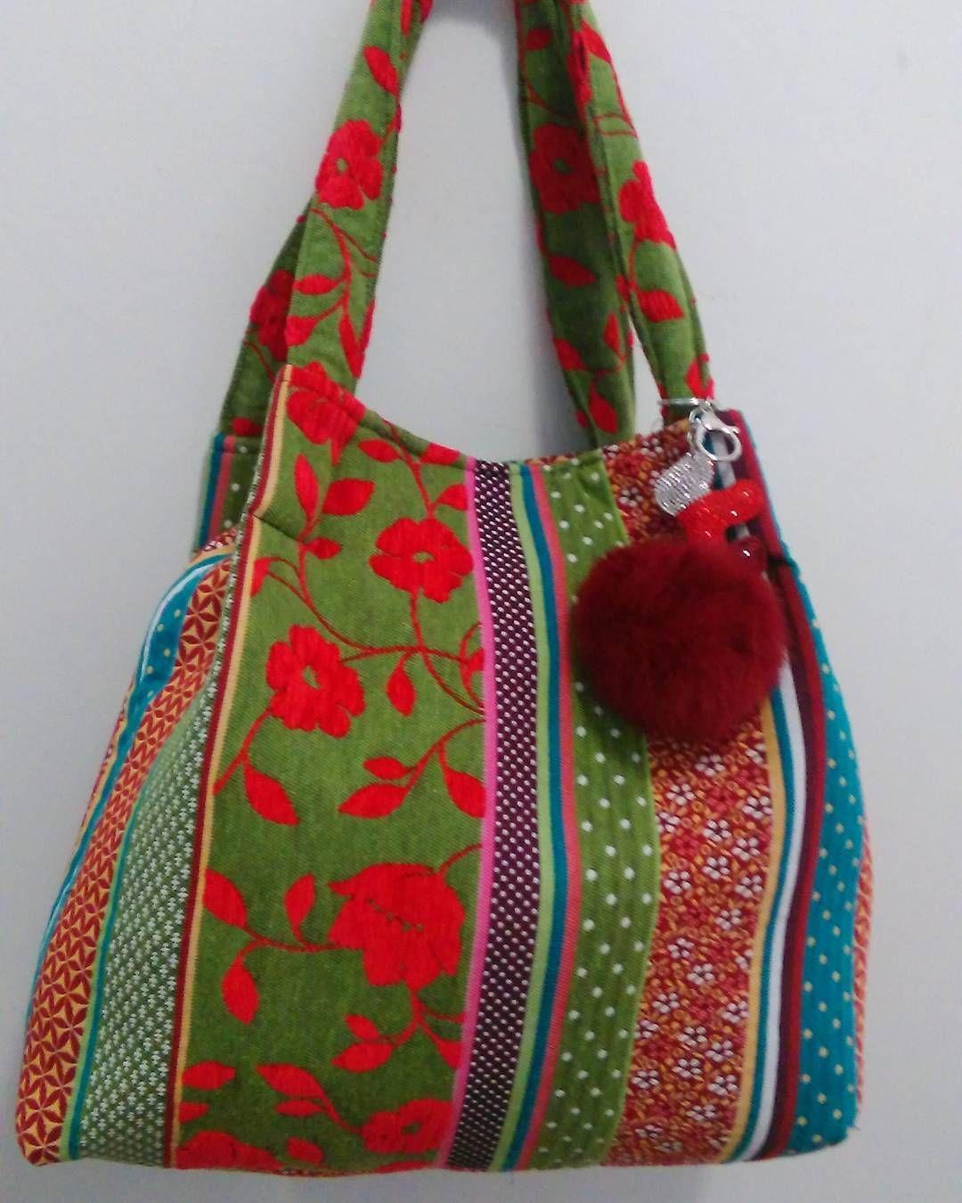 Vale_at_valentina #proposta #moda #fashion #accessori #look #colore #rose #rosso #flower #bag #borsa #handmade #vale_at_valentina #bestlook #saldi #fattoamanoconamore #fattoamano #handmade #love #ponpon #dettagli #dettaglifashion #particolare #unica #dettaglichefannoladifferenza #dettaglichecontano #sempreunica #sempreeleganti #semprechic #fattaperte #fattapertedame by vale_at_valentina