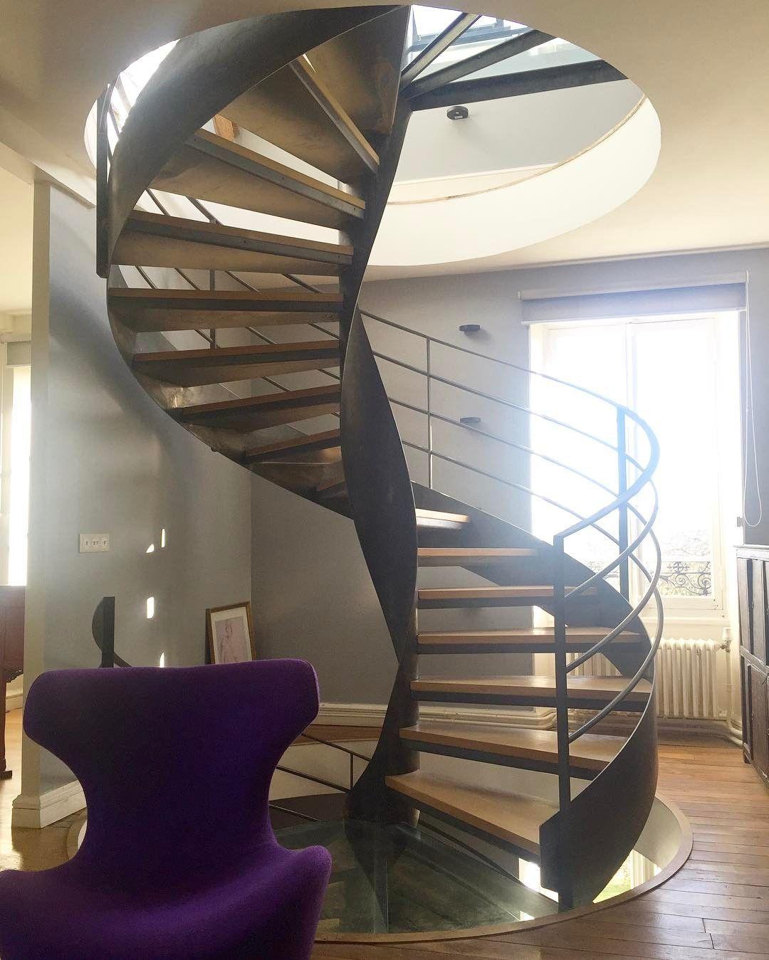 2 escaliers hélicoïdaux SPIR\'DÉCO® sur Flamme Centrale l\'un au ...