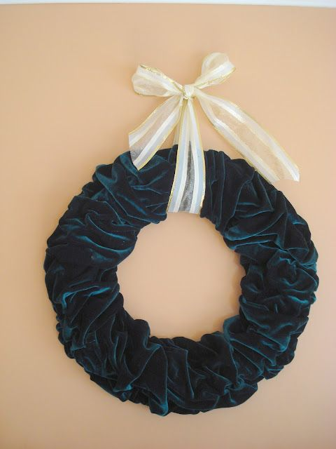 Velvet Holiday Wreath Upcycling Holiday Wreaths