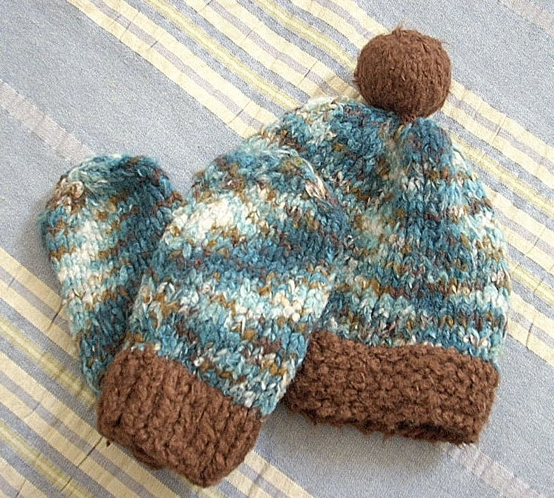 free knitting pattern. Camo Chullo Hat with Thumbless Mitts | Knit ...