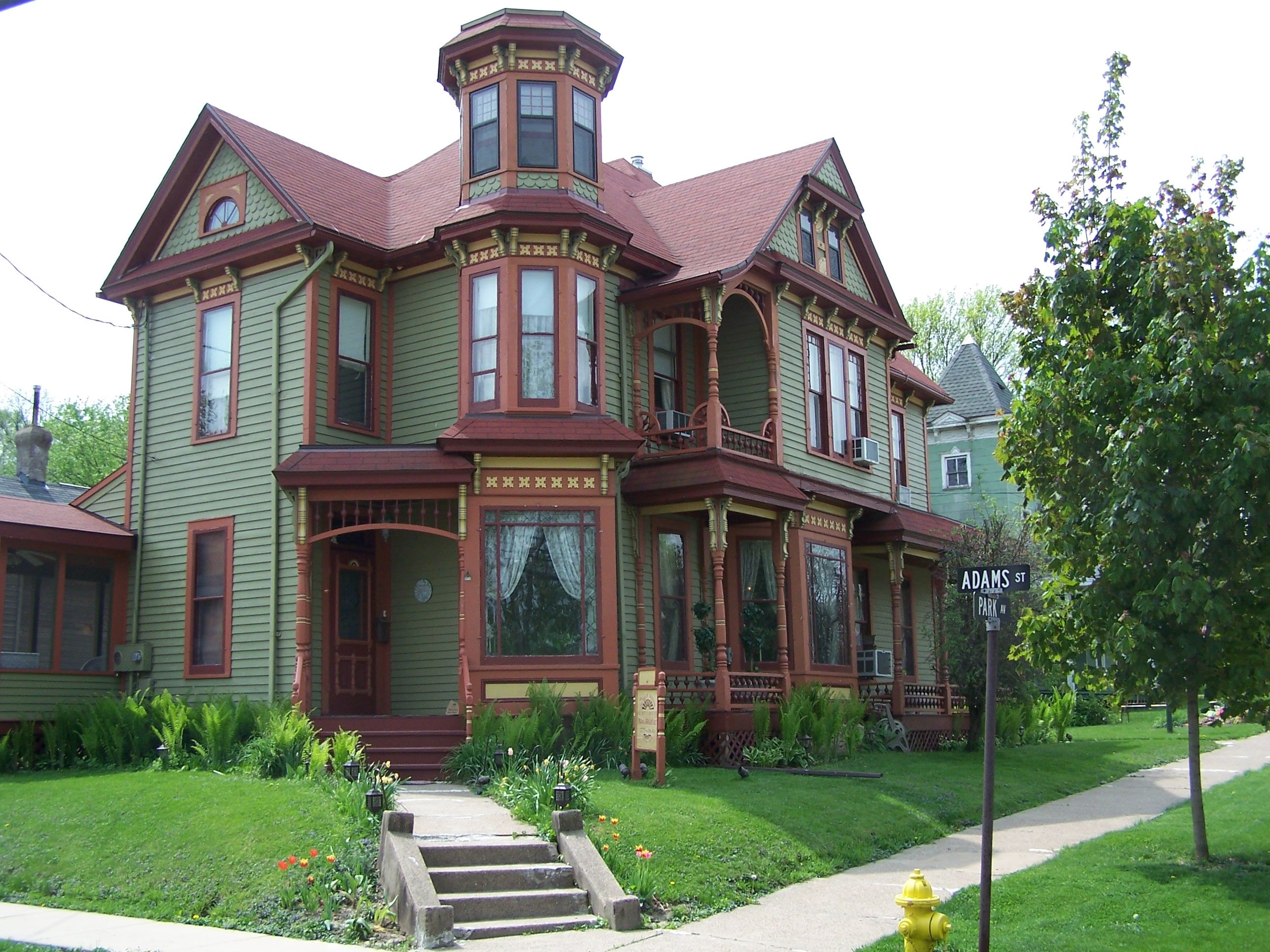 Queen Anne Guest House, Galena, IL Victorian homes, Old