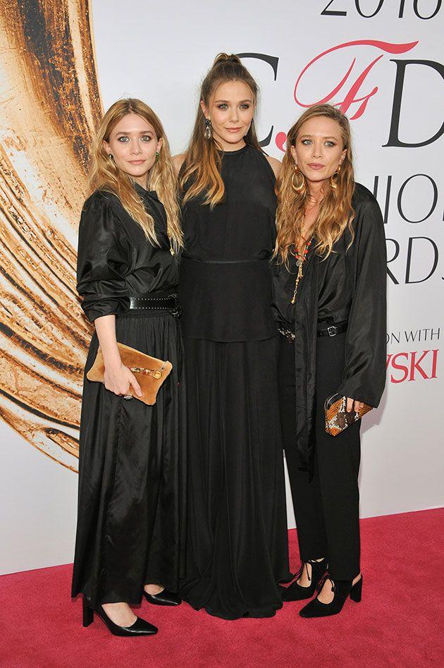 Família unida: as gêmeas Olsen rodeando a irmã Elizabeth, todas de The Row, claro
