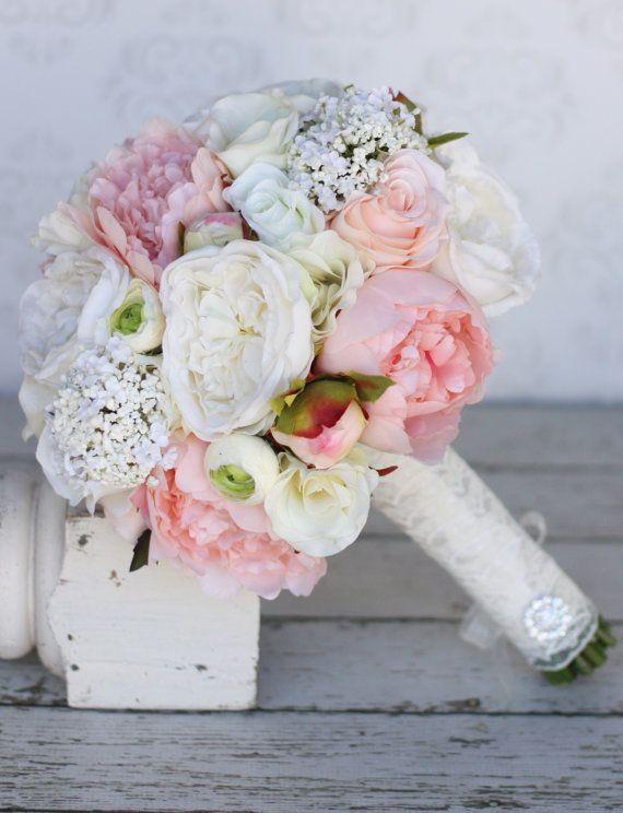 Seide Braut Strauß Pfingstrosen Rosen rustikalen von braggingbags #flowerbouquetwedding