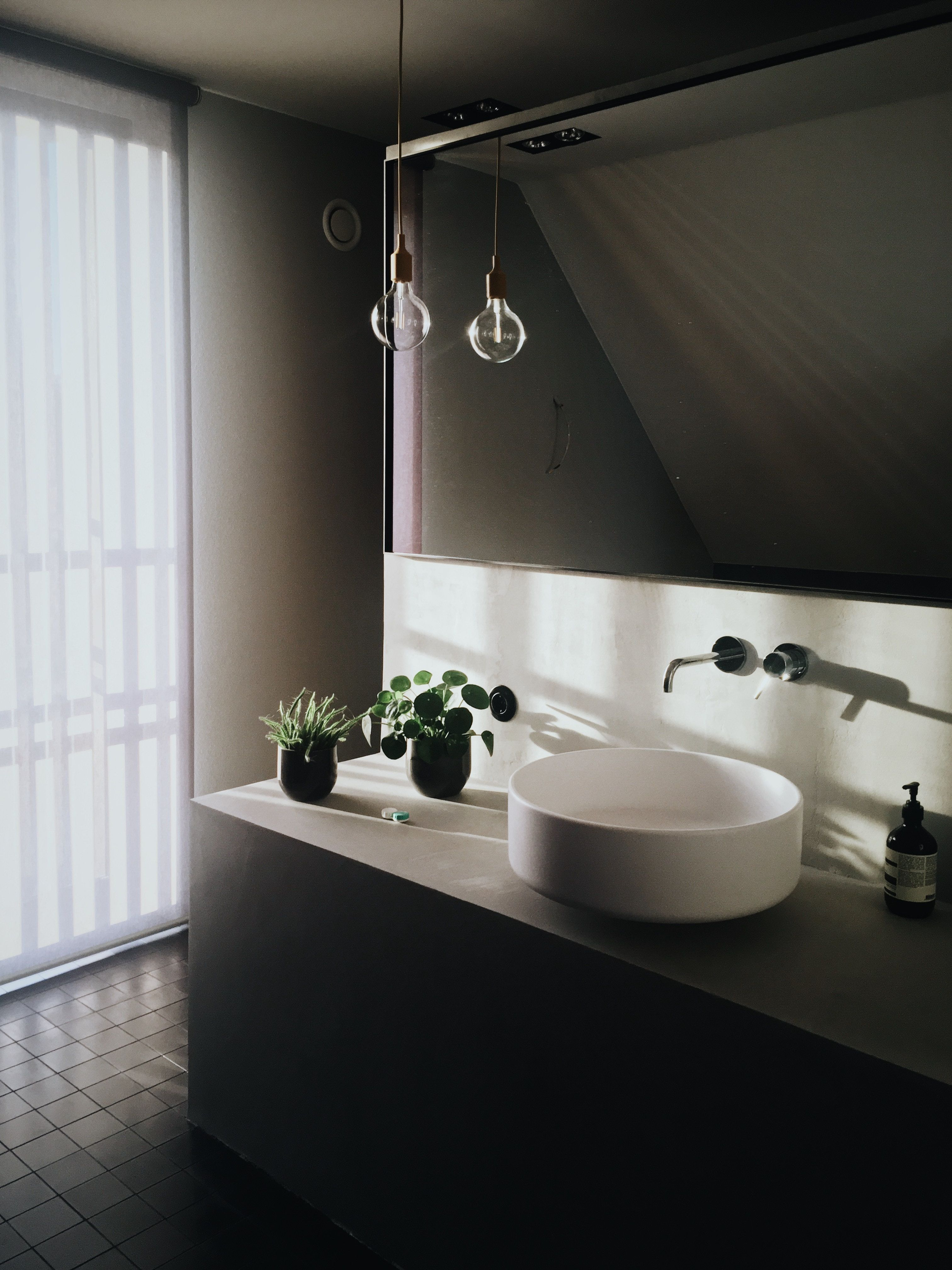 Best Ways To Conserve Water At Home This Weekend House Method Amazing Bathrooms Luxury Bathroom Bathroom Layout