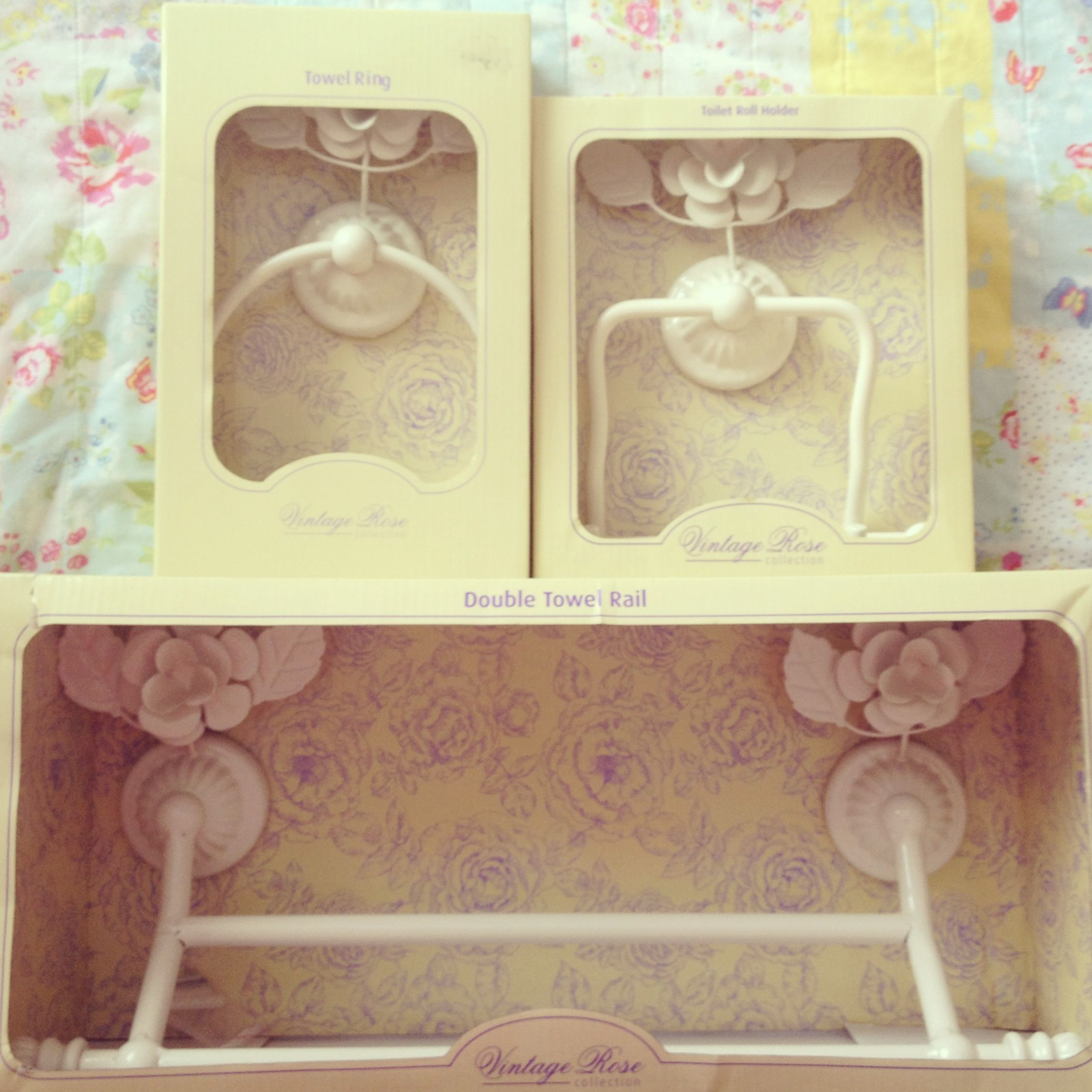 Floral shabby chic bathroom accessories. | Shabby chic bathrooms ...