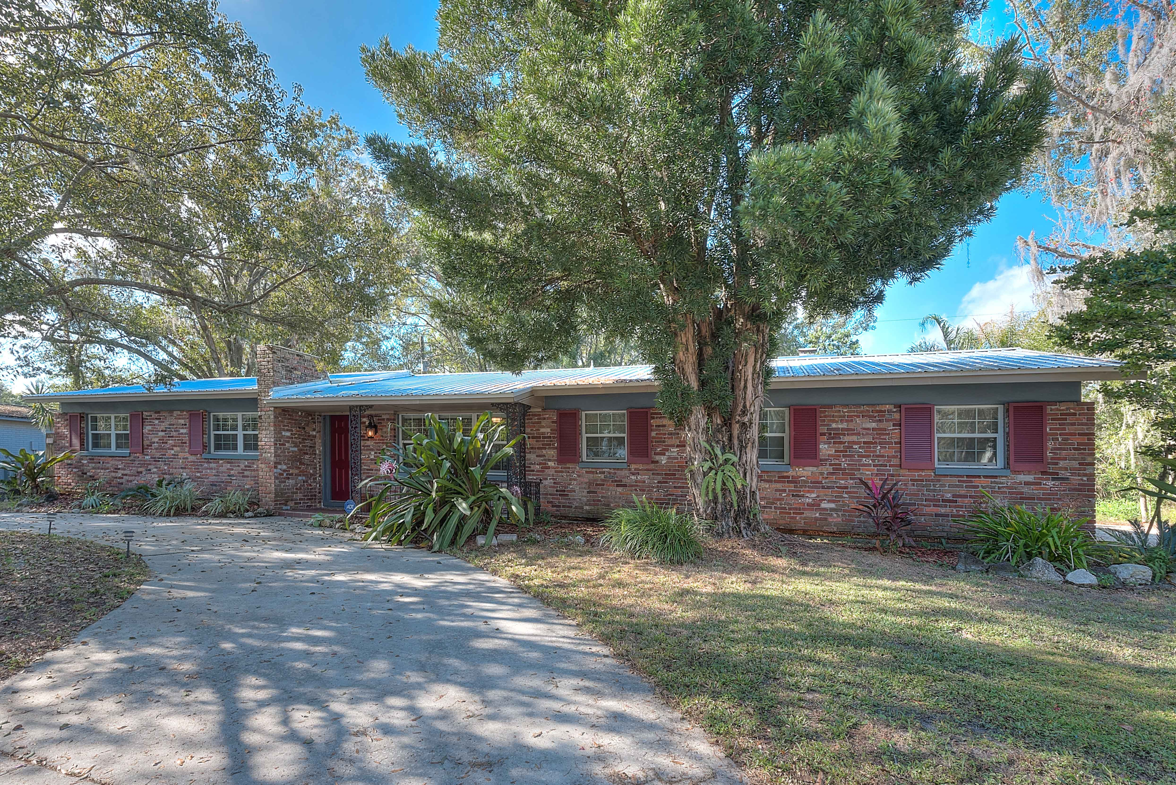 NEW PRICE ALERT! 19210 Sunlake Blvd, Lutz, FL Charming