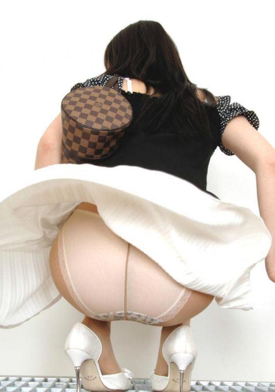 Asian hose pantie upskirt