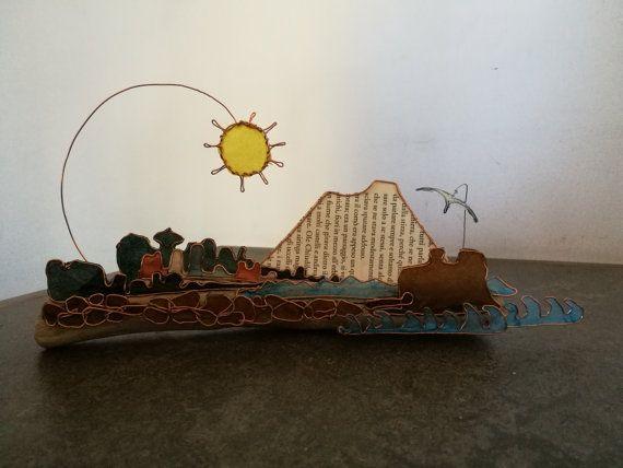 Scultura in carta e fil di ferro di Napoli, interamente realizzata a mano. Dimensioni: 26 cm x 14 cm x 4 cm  Homemade iron wire and paper Naples sculpture. Size: 26 cm x 14 cm x 4 cm
