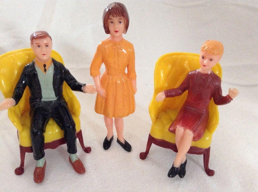 VINTAGE 1960's DOLLS HOUSE SITTING & STANDING DOLLS ...