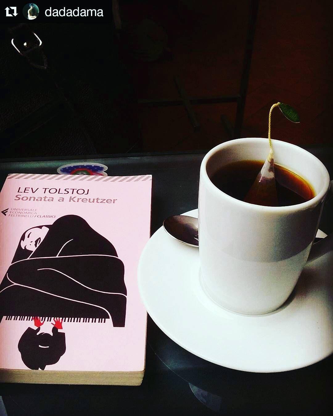 #photographylovers @dadadama   Un buon tè ed un bel libro sono il connubio perfetto per terminare la visita di una splendida mostra.  #chiostrodelbramante #macchiaioliroma #macchiaioli #tolstoj #sonataakreutzer #tea #tè #mostra #arte #art #piccolipiaceri #gioiedellasessione #viverearoma #roma #rome #italia #italy
