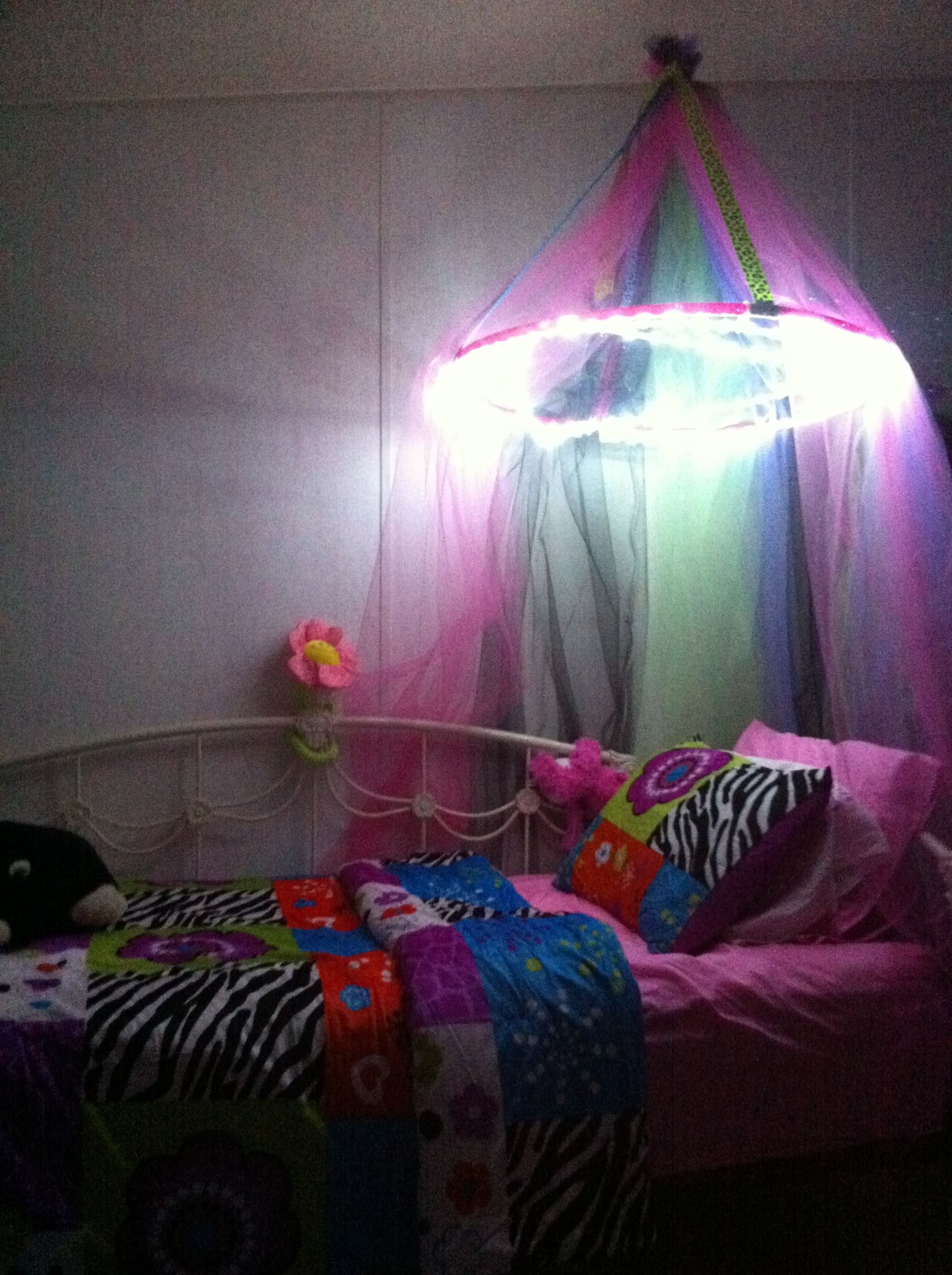 Bed canopy with lights - Diy Bed Canopy With Lights Perfect For The Finishing Touch Of My Lil Girl S Room