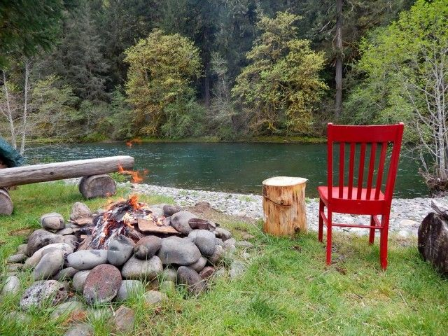 The Red Chair Travels arrived at the Eagle Rock Lodge, located along the banks of the McKenzie River in Vida, Oregon
