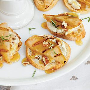 In Season: Pears | Gorgonzola-Grilled Pear Crostini | SouthernLiving.com