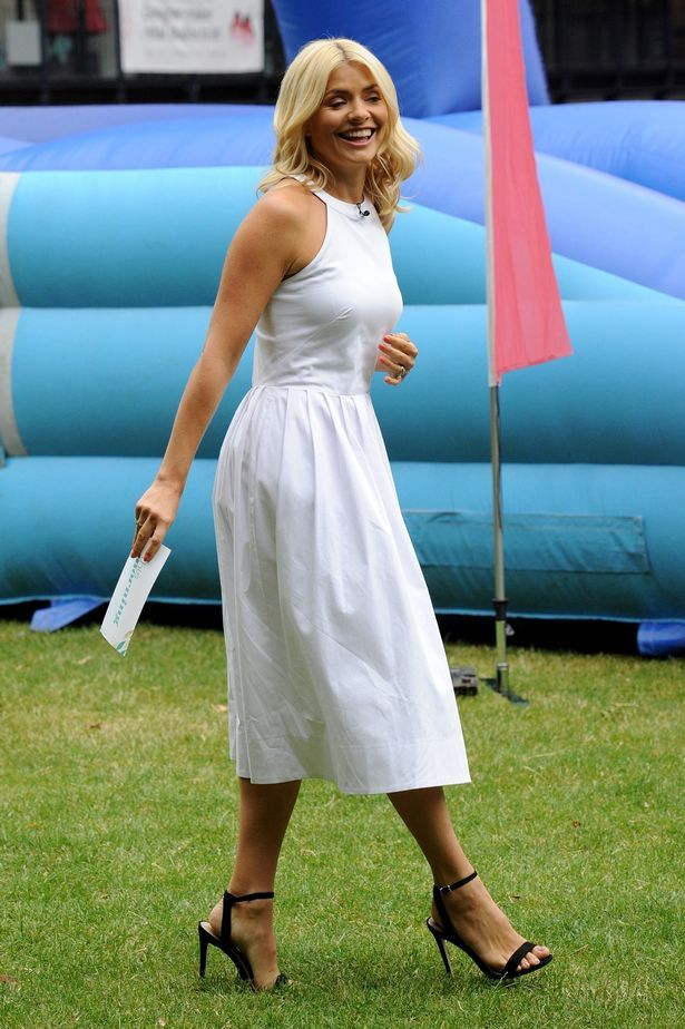 Holly Willoughby Delights In White On Penultimate This Morning Of The Summer