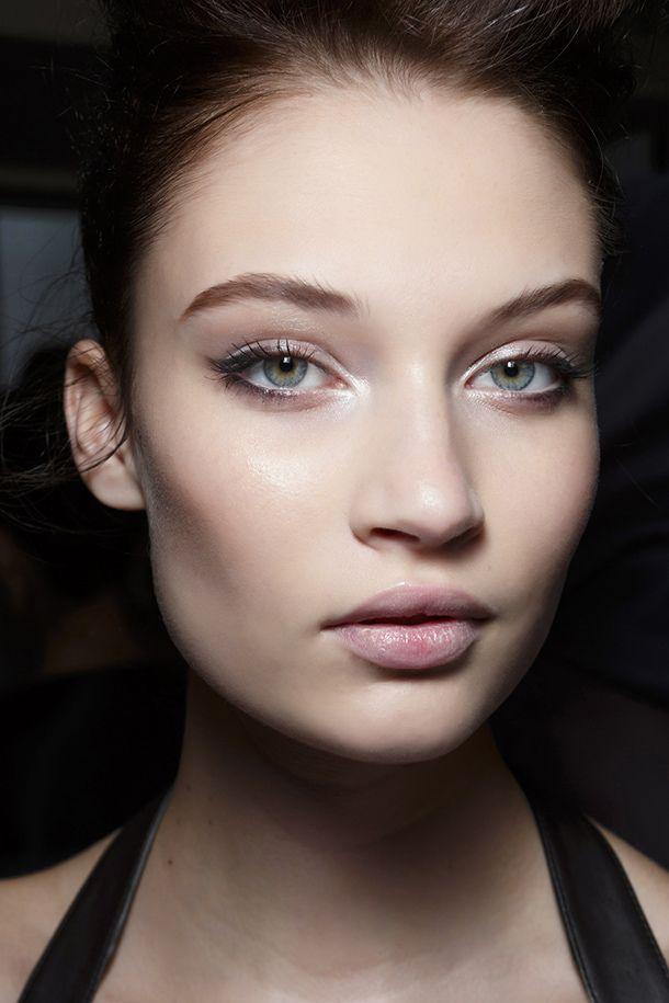 Wearing eyeliner on the bottom of the eye | lovetoknow.