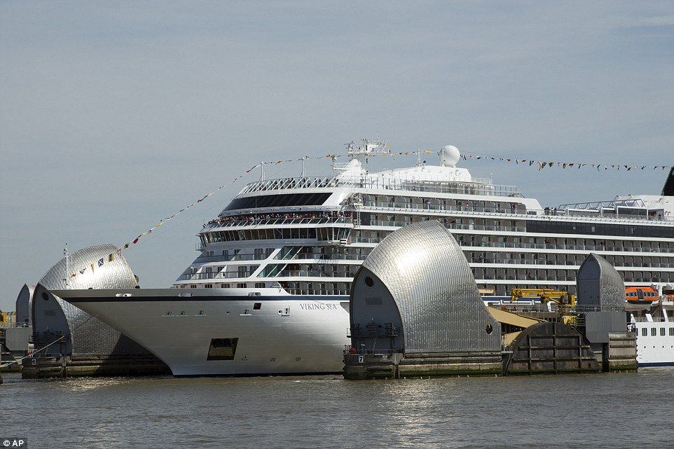 Luxury Cruise Ship Makes A Dramatic Entrance To London Luxury Cruise Ship Scandinavian Cruises Thames Barrier