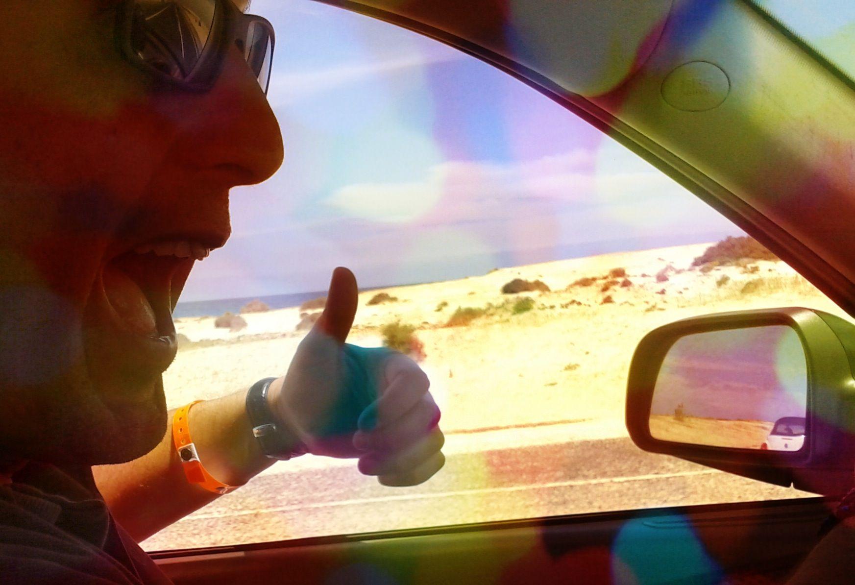 """Las """"Grandes Playas"""" de Corralejo desde la ventana del coche... me encanta este paisaje!!! Cuando llego.. y cuando regreso."""
