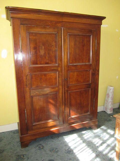 belle armoire alsacienne en noyer d montable est en vente. Black Bedroom Furniture Sets. Home Design Ideas