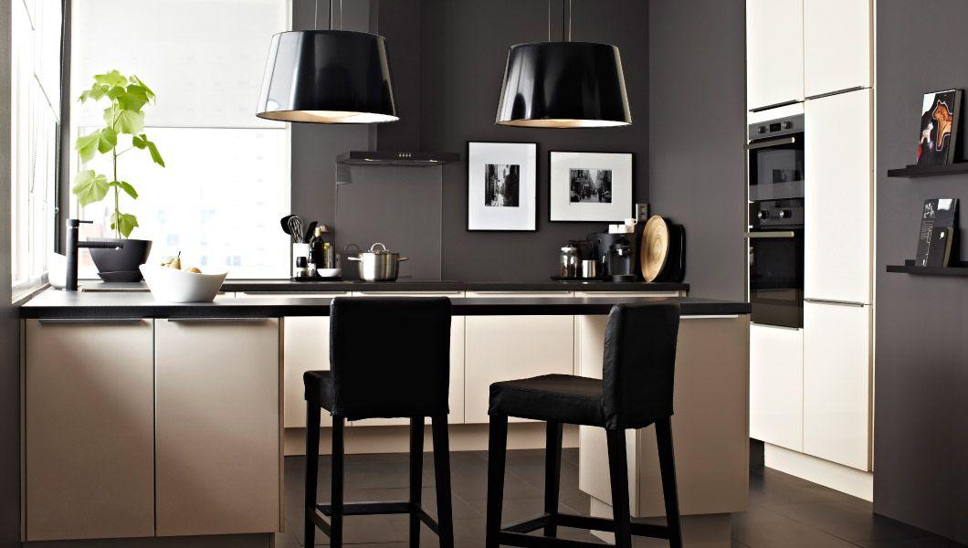 faktum k che mit verschiedenen schr nken abstrakt cremefarben in u form u a mit molnigt. Black Bedroom Furniture Sets. Home Design Ideas