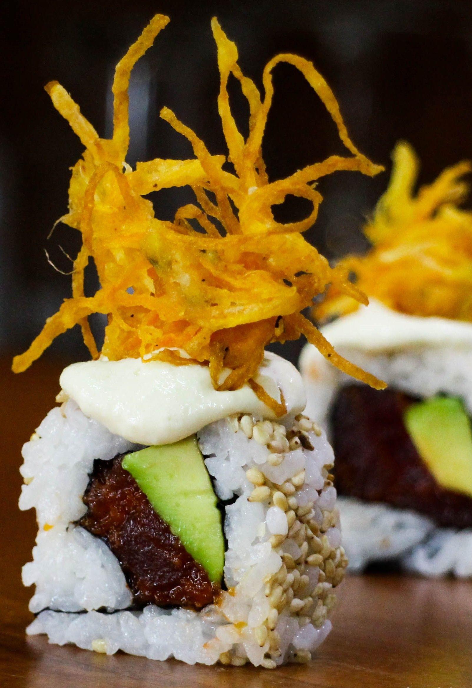 Spicy tuna sushi roll recipe video ...