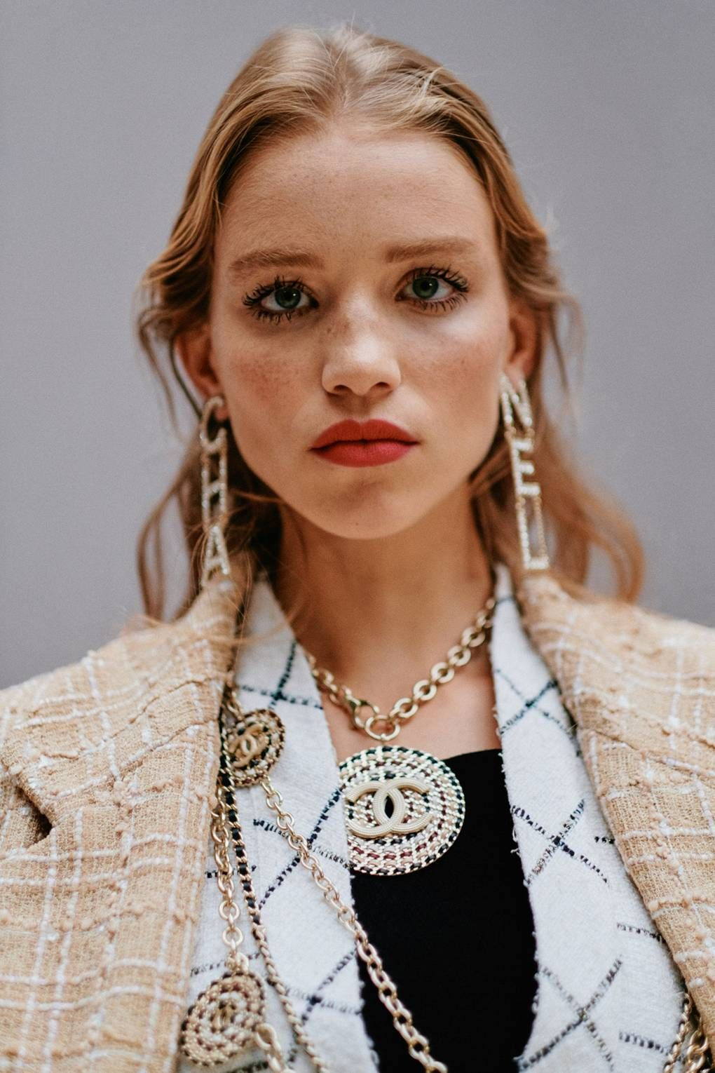8d34df96963d Lucia Pica created the beauty look at Chanel, which incorporated bright  lips and spiky lashes.