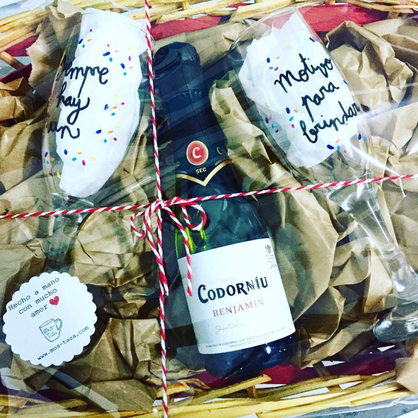 Cesta Con Copas De Champagne Cava Personalizadas Regalo Para  # Champagne Muebles Uy