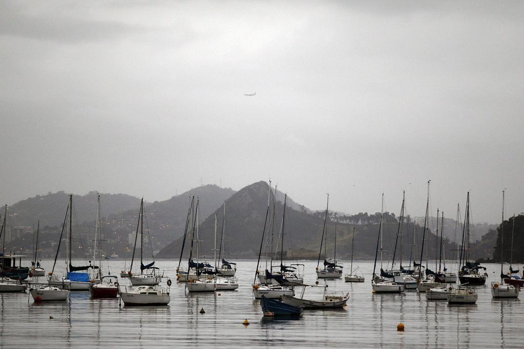 Dia nublado e de temperaturas amenas no Rio. Como começou o dia na sua cidade? #amanhecer (Thiago Lontra/O Globo)