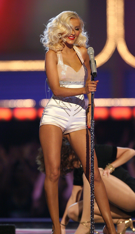 christina aguilera performing at the mtv movie awards