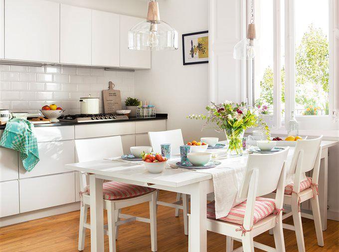 Cocina peque a con armarios y campana en blanco 00466684 for Cocina comedor pequena