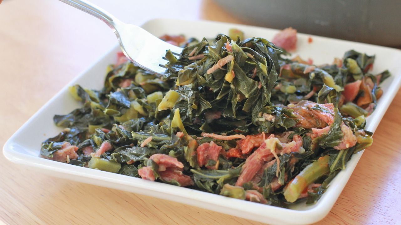 Soul food collard greens recipes divas can cook pinteres how to make soul food southern collard greens recipe with smoke turkey leg simmered in chicken broth onions garlic red pepper flakes forumfinder Gallery