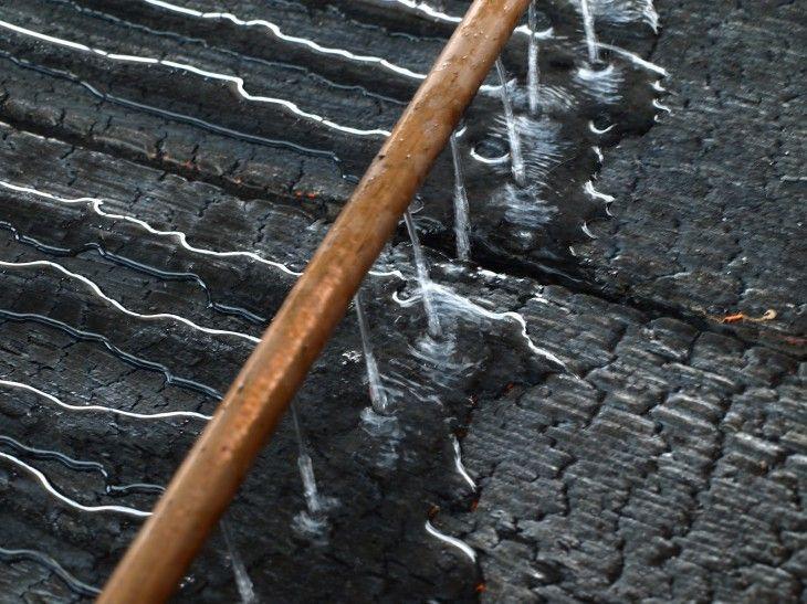 tecnica japon quemar madera eco house bois brul bois. Black Bedroom Furniture Sets. Home Design Ideas