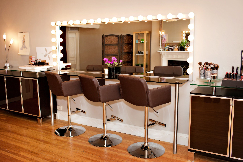 Our Makeup Studio In Boston Ma Decoracion De Salon De Belleza