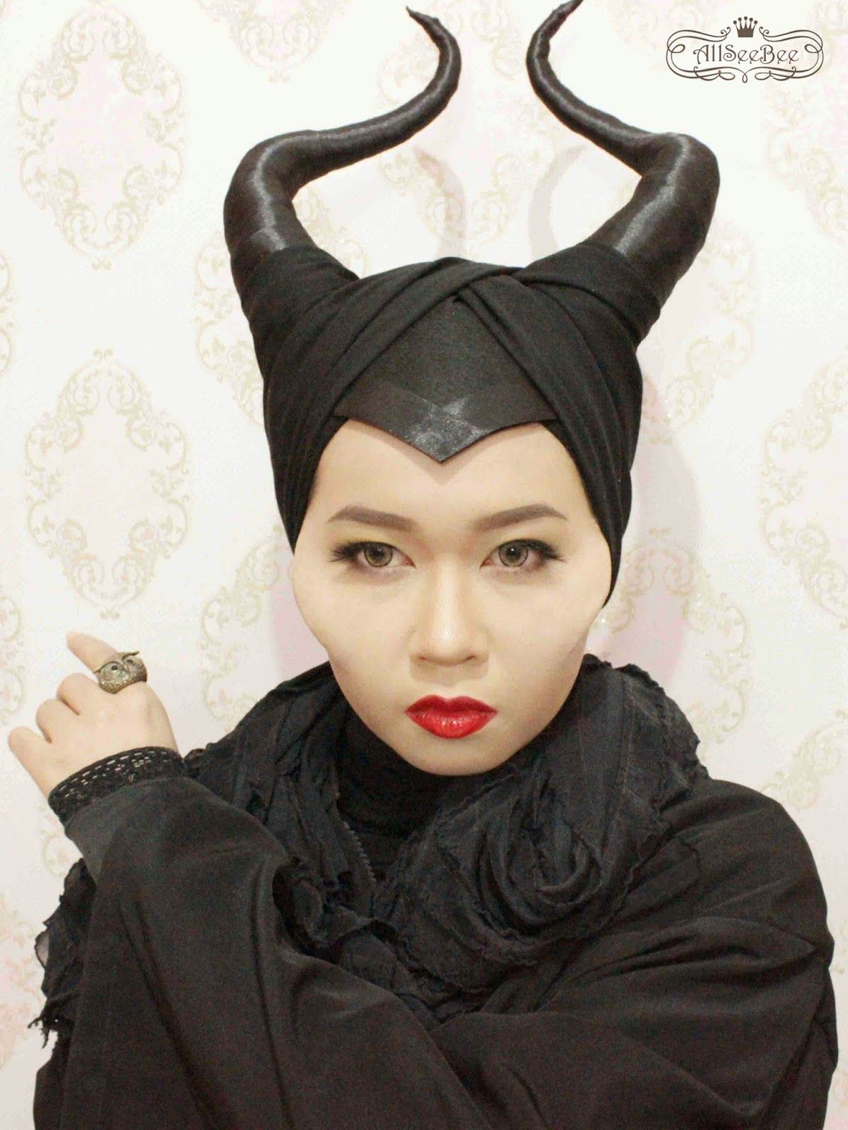 Allseebees hive angelina jolies disney maleficent makeup allseebees hive angelina jolies disney maleficent makeup maleficents horns baditri Gallery