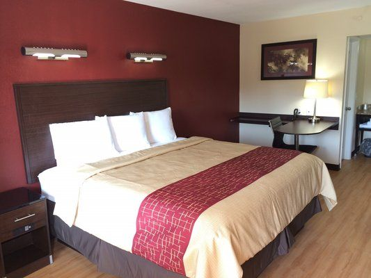 Affordable Pet Friendly Hotel In Irondale Alabama Red Roof Inn Birmingham East Irondale Al Red Roof Free Hotel Red Roof Inn