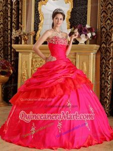 Fashionable Sweetheart Taffeta Beaded Red Quinceanera Dress for 2014