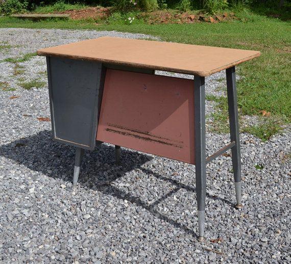 Vintage Mid Century School Desk Child Size Metal Wood Top Pink Gray Panchosporch