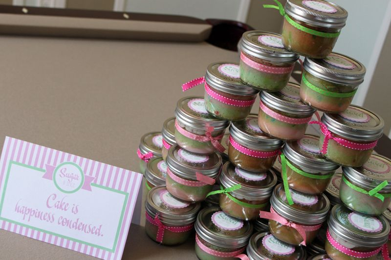 Cupcake in a mason jar as favors plus cute decorating for Baby shower cupcake decoration ideas