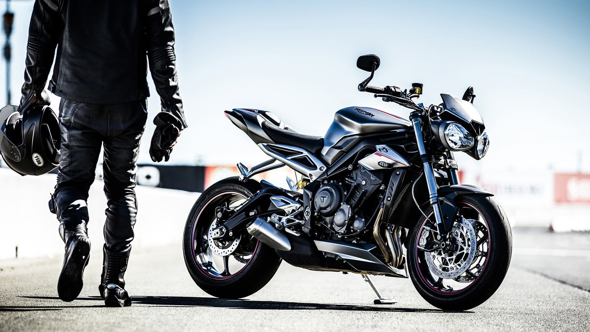 Triumph Street Triple Rs Makes It To India At A Price Of Rs 1055