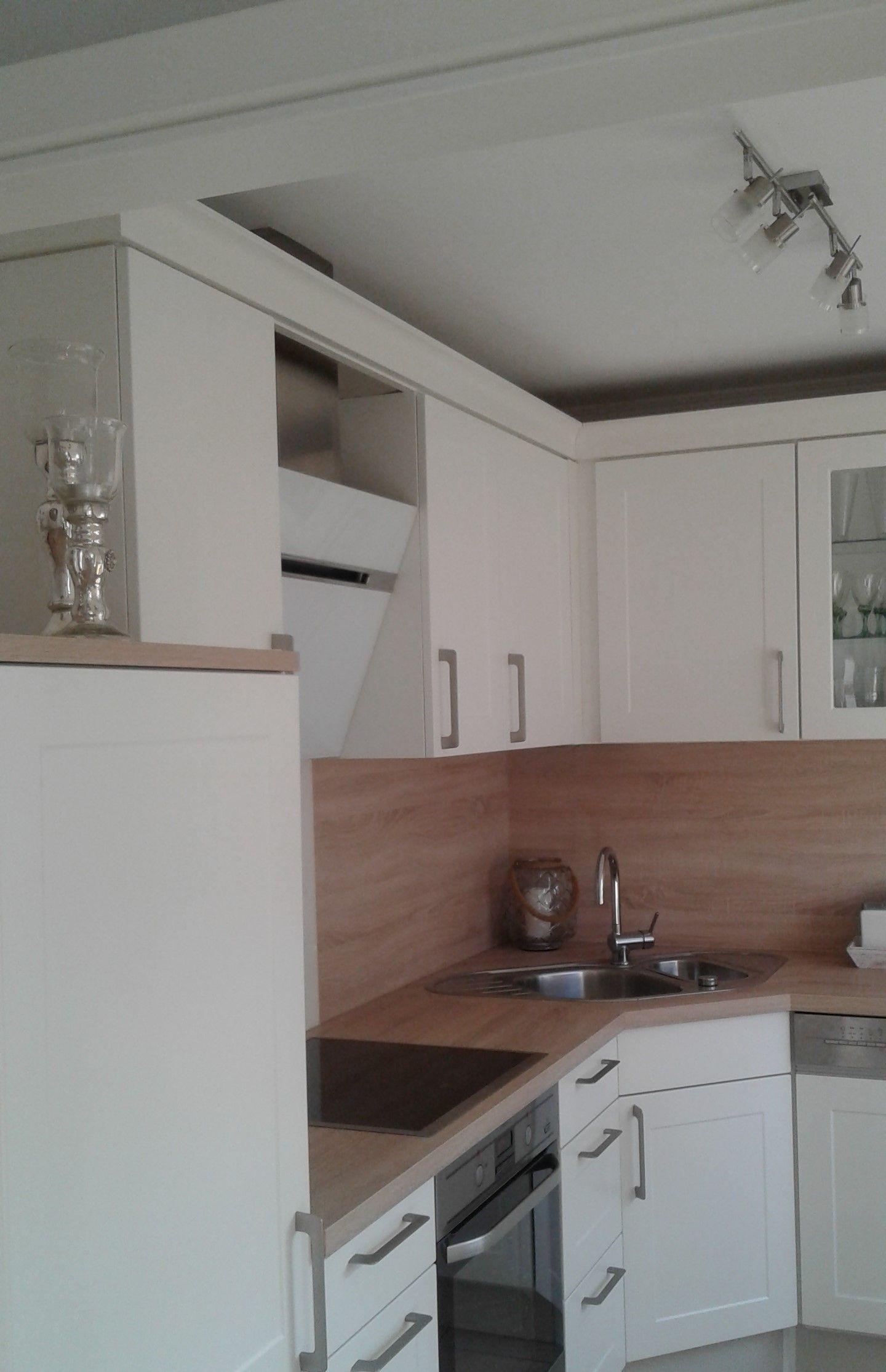 moderne landhausk che in wei arbeitsplatte und r ckwand in eiche wohnen pinterest. Black Bedroom Furniture Sets. Home Design Ideas