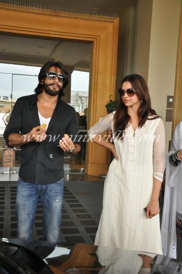 Deepika Padukone Ranveer Singh At Priyanka S Father S Prayer Meet Deepika Padukone Style Ranveer Singh Deepika Padukone