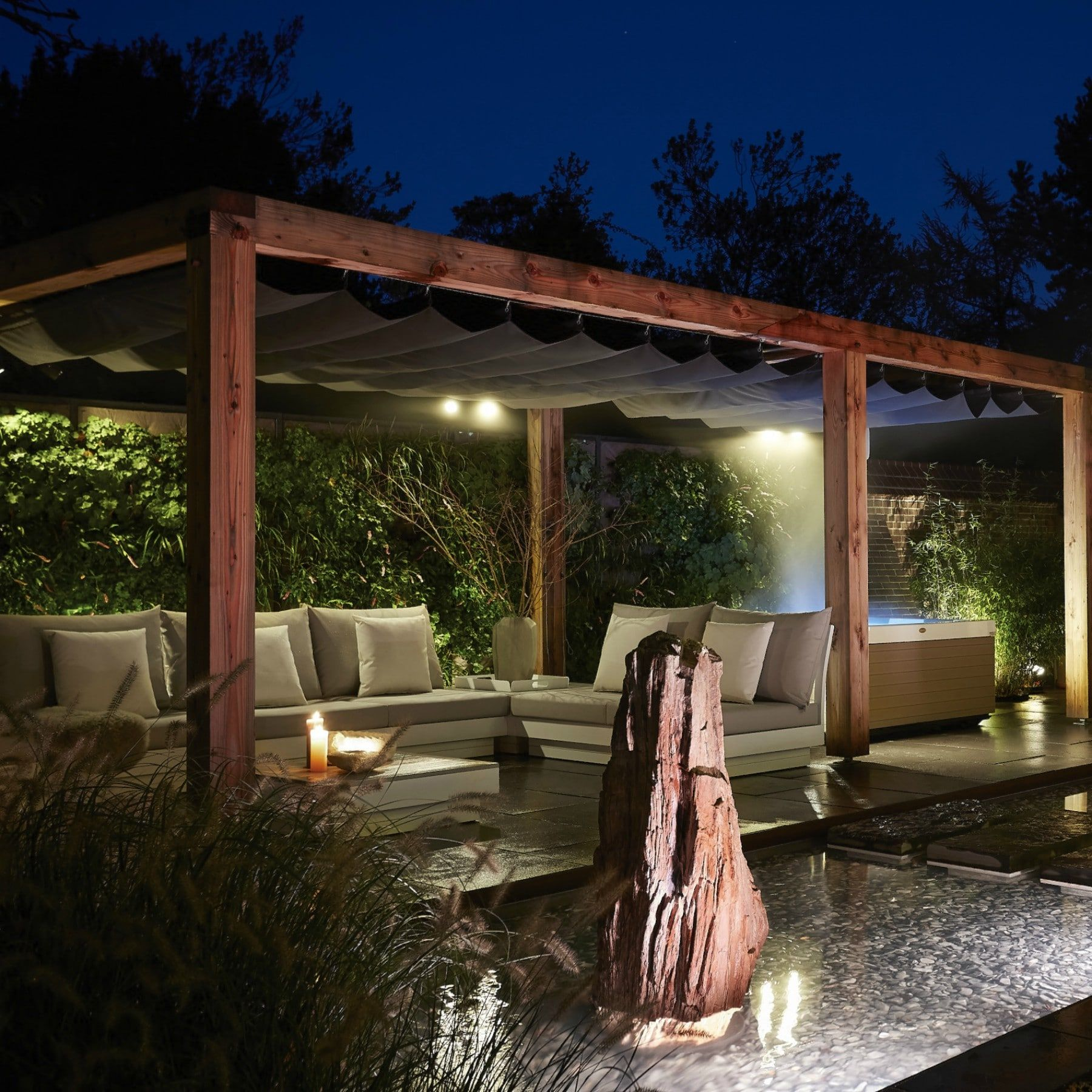 INTERIEUR I BINNENKIJKEN I In balans in 'zen villa' Osiris Hertman