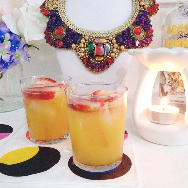 Early Happy Hour! Cheers! #ElasHappyHour #AbsolutKarnival #Peach #CharlotteNecklace
