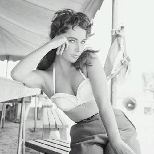 Elizabeth Taylor...holy smokes, look at that waist!!