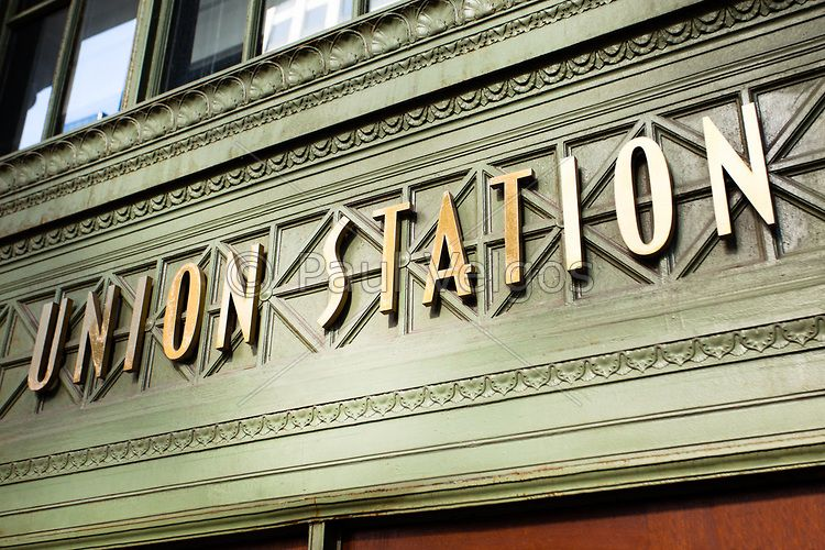Union Station Train Station Sign In Chicago The Training Station Opened In 1925 And Is Located Between Adams Street An Union Station Hotel Wayfinding Chicago
