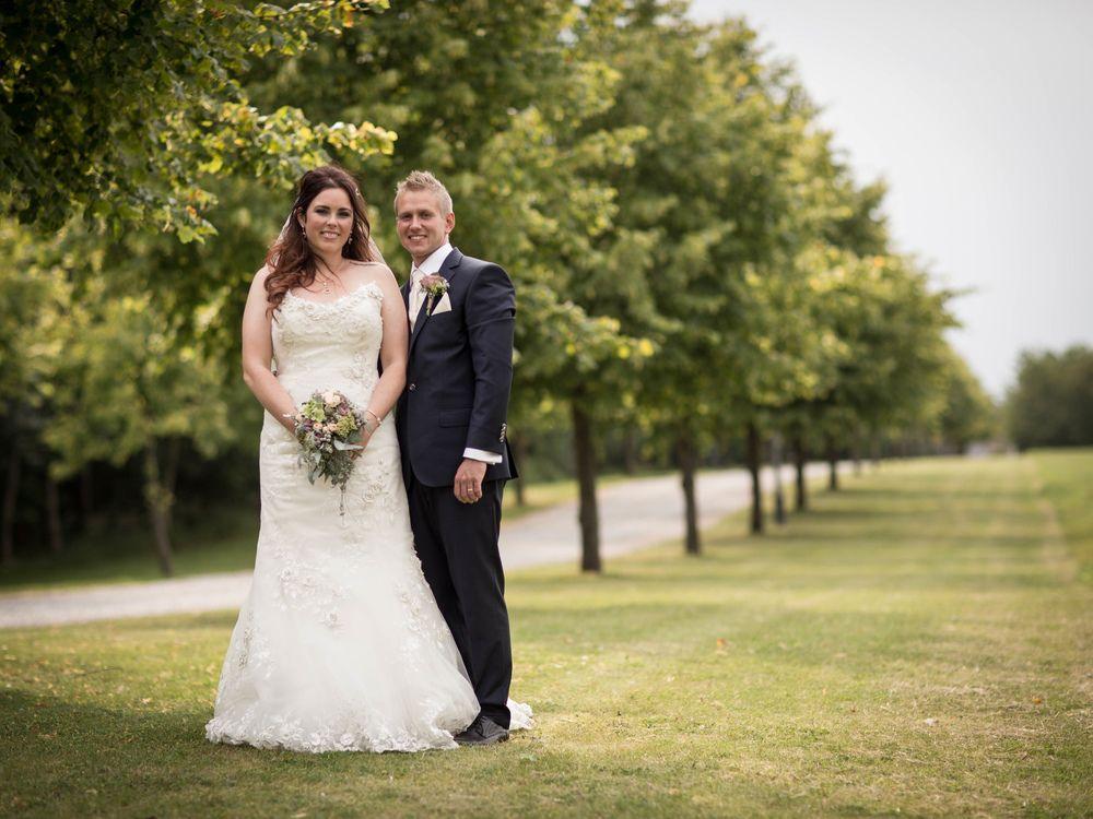 Bryllupsfotograf med en naturlig stil, et roligt og tålmodigt væsen med en god portion humor.